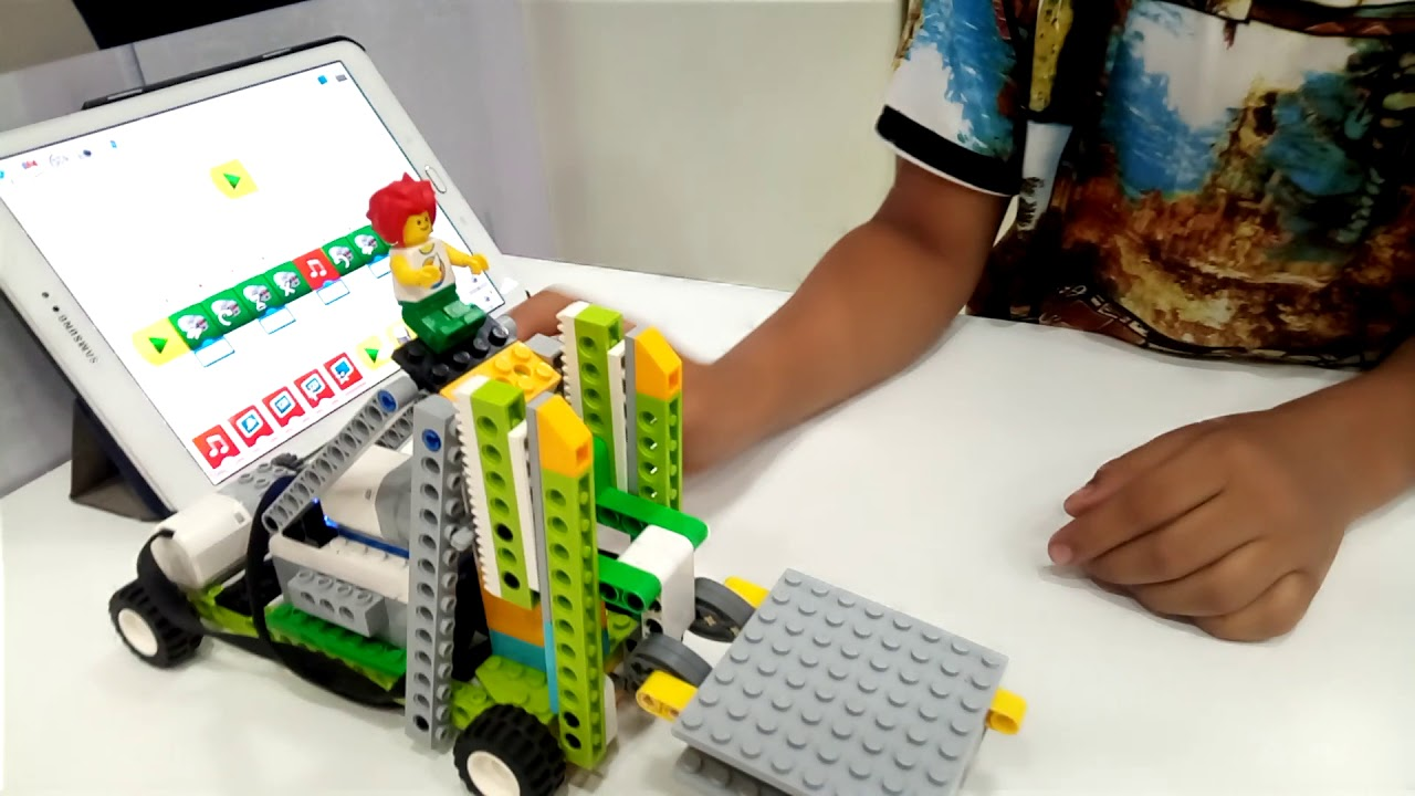Ateliers hebdos 10-12 - Robotique lego wedo2 chain reaction